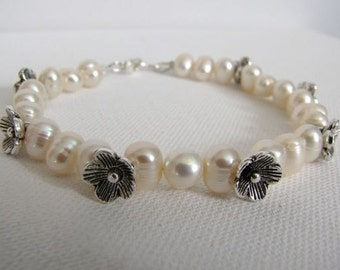 Dainty Pearl and Flower Bracelet Set