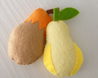 Set of 2 felt pears for children playtime, Felt fruit Play Food Tea Party, pretend food - play kitchen food, Pretend play strawberry
