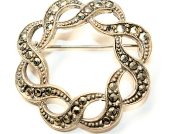 Sparkly Marcasite Silver Coloured Round Swirl Small Vintage Brooch (c1940s)