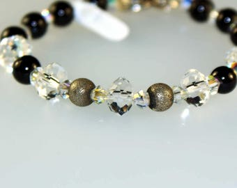 Bracelet with Garnet, Silver Beads and Closure, Swarovski Crystals