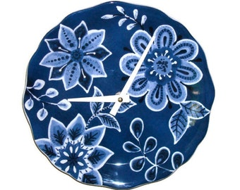 SILENT Navy and White Floral Wall Clock / Kitchen Clock / 9 Inch Clock / Wall Decor / Blue and White Home Decor - 2394