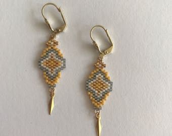 Earrings grey and Curry.