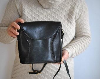 Vintage MESSENGER LEATHER BAG............(551)