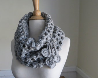 Chunky Grid Cowl with Fringe Pin--Light Gray