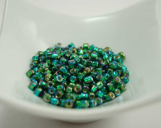 Silver Lined Rainbow Emerald Green