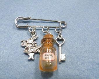 Alice in Wonderland Drink me kilt pin brooch (38mm)