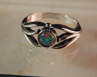 Sterling Silver Ring with a 5mm Ethiopian Opal - Ring Size 6