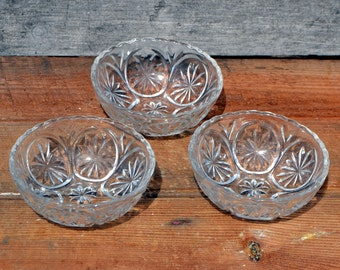 Group of 9 vintage pressed glass small bowls, Anchor Hocking and others