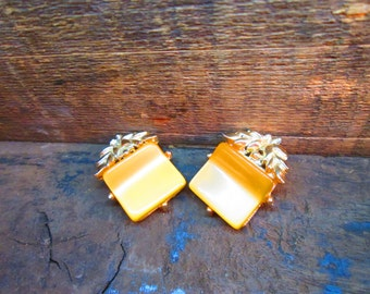 Vintage Gold Tone Thermoset Foil-back Yellow-Gold Leaf Clip Earrings