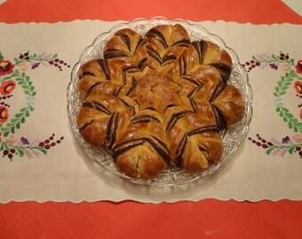 Poppy seeds, walnut, apple, chocolate or cinnamon sweet bread