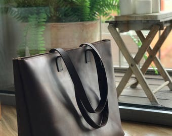 Oversized / Weekender Brown Leather tote bag with Zipper.
