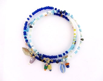 Colorful beaded bangle bracelets,Set of 3, three colorful boho bangle, beaded bracelets, White blue and gold