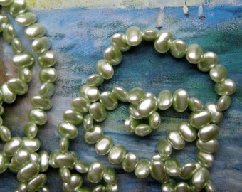 Vintage Japan Pearls Light Mint Green Beads Flat Ovals Beads Lentils Vintage Faux Pearls Japanese Beads Crafts Jewelry Making 5x8mm beads 50