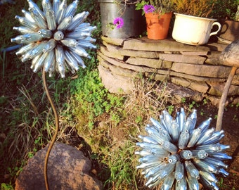 Scrap Metal Flower, Garden Art, Yard Art, Allium Flower, Christmas Gift, Gift for the Garden, Outdoor Sculpture, Garden Stake, Plant Trainer