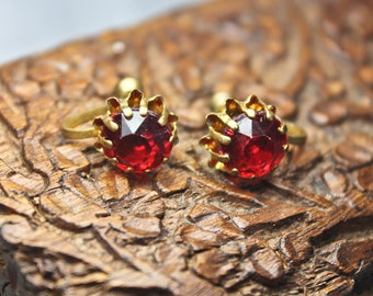 Vintage Gold Tone and Faux Ruby Screw Back Earrings, c1950s, VNT Red Glass Earrings, Ruby Red and Gold Tone Earrings