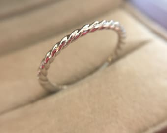 14k White Gold 1.5mm Wide Women's Twisted Band Wedding Ring