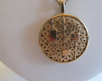 Beautiful Signed Sara Coventry Unusual Pendant Necklace
