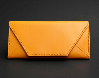 Womens Wallet, Leather Wallet, Yellowish brown Wallet, Yellow Wallet, Yellowish brown Purse, Yellow Leather Wallet, Yellow Leather Purse.