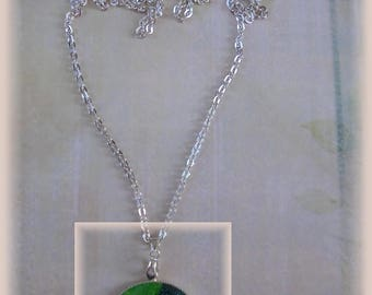 Large round resin cameo two-tone green glitter