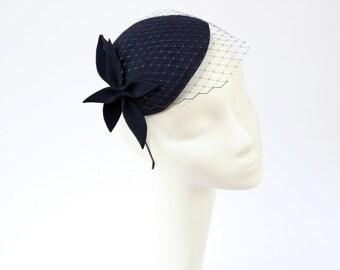 Navy Blau Wollfilz Fascinator, Mini-Hut mit dem Schleier