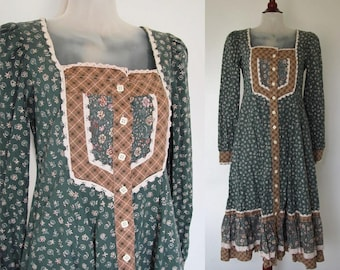HOLD for Emily. Vintage 1970s Gunne Sax by Jessica / Prairie Dress / Cotton Floral Calico / Gray Green & Patchwork / 70s Boho Long Sleeve XS
