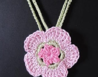 Crocheted flower necklace in pink