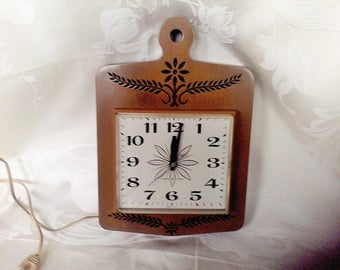 Kitchen Clock , electric working, 1960's cutting board made in USA