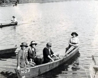 vintage photo 1920s Illinois Women Going for Boat Ride No.8
