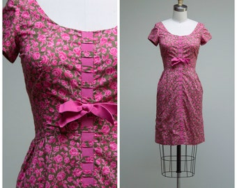 Vintage 1950s Dress • Rose Garden • Pink Moss Green Floral Cotton 50s Sheath Dress Size XSmall