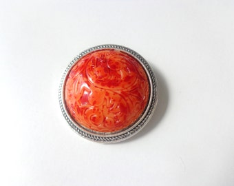 Orange minimal brooch round
