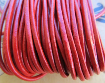 50 cm in diameter 2 mm genuine leather cord: red.