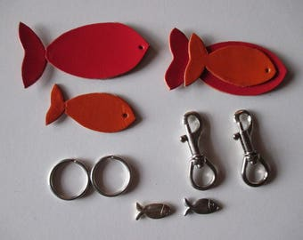 Kit Ocean Keychain with fish leather, charm and lobster clasp.