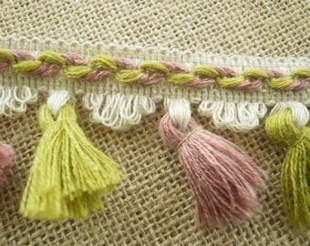 "Lace fringe ""tassels"" made of dralon, tones: off-white, embroidered with dusty pink and green background, 5.6 cm wide"