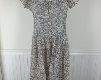 Vintage 40s rayon Fussy-Jo sheer print dress size small chest 36in.