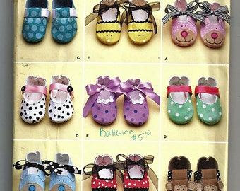 Baby Shoes in Four Sizes / Original Simplicity Uncut Sewing Pattern 2491