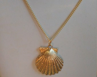 Vintage, Genuine 24kt. Gold Dipped Shell Pendant Necklace (1050065)