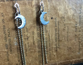 Silvery Sliver Crescent Moon Earrings with Moonbeams