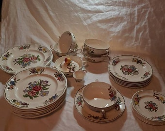 Copeland Spode Springtime Spring Time dinner plates, side plates and soup cups. 1950S Partial dinner service.