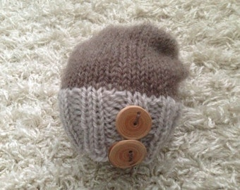 Newborn knit slouch hat with wood buttons