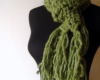 Irish Shortie Fringe Scarf in Warm Thick Chunky Grass Green