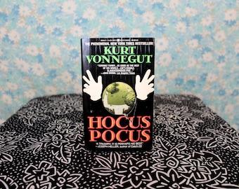 Hocus Pocus By Kurt Vonnegut. 1990s Vintage Vonnegut Paperback. Kurt Vonnegut Hocus Pocus Gift Book. 1991 First Edition 5th Printing