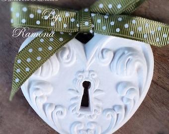 Chalk fragrant heart, lock, key, heart, wedding place cards