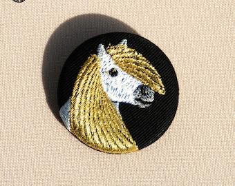 Petite broche portrait de Poney d'or