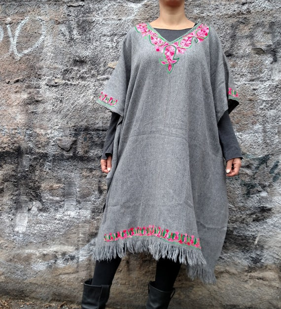 Wool Poncho Embroidered by Hand Long Wool Poncho with Fringes Boho Wool Kaftan Hand Embroidered Hippie Tunic 70s look Poncho Fringe hem DEbL7M