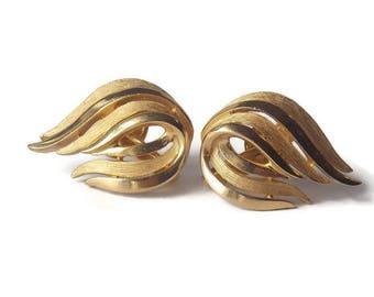 Gold tone Trifari Clip on earrings, Trifari Earrings, Trifari Jewelry, Gold tone earrings, Teardrop shaped, Gold Tone Trifari Earrings