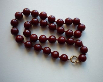 Vintage Round Earthy Burgundy Red Knotted Bakelite Necklace