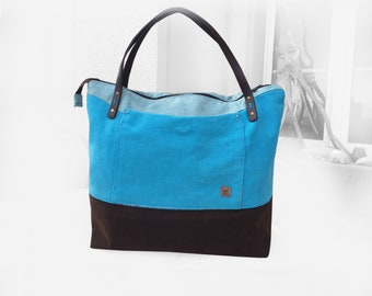"""An air of holiday"" city tote bag"