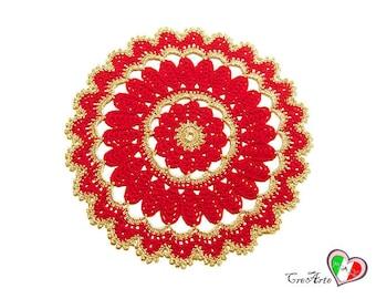Round Red and Gold crochet doily for Christmas - Centrino rotondo rosso e oro all'uncinetto per Natale