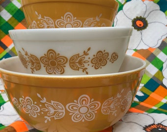 Pyrex Butterfly Gold Pattern Nesting Set of 3 Mustard Flower Power