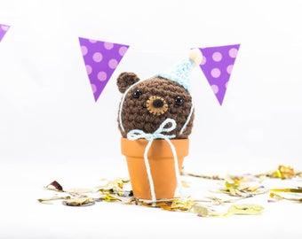 Crochet bear, crochet animal, bear gift, brown bear, ornament, party bear, pom pom hat, party hat, celebration, bear party, amigurumi bear